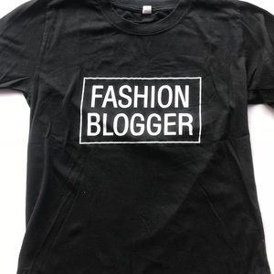 Fashion blogger black graphic tee size small
